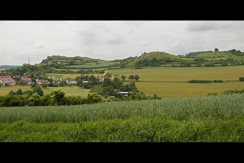 Tonnenberg, Käsbühl und Karkstein