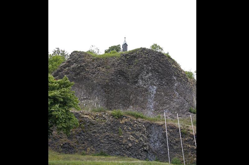 Die Kirche auf dem Vulkan